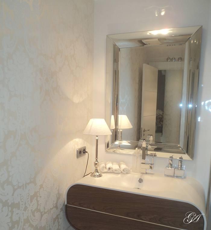 gema_arana_interiorismo_baño_casa_de_lujo_con_poco_dinero